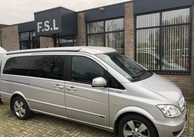 CMC Nederland - CMC Slaaphefdak Mercedes Viano / Vito - Zijkant Mercedes Vito voor FSL gebouw