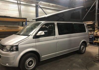 CMC Nederland - Slaaphefdak Multivan en Volkswagen Transporter 5 / 6 - Grijs slaaphefdak open binnen