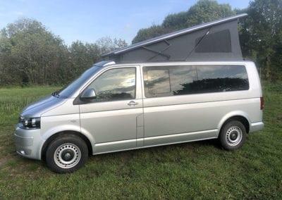 CMC Nederland - Slaaphefdak Multivan en Volkswagen Transporter 5 / 6 - Slaaphefdak open buiten 2