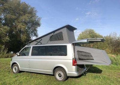 CMC Nederland - Slaaphefdak Multivan en Volkswagen Transporter 5 / 6 - Slaaphefdak open buiten achterkant