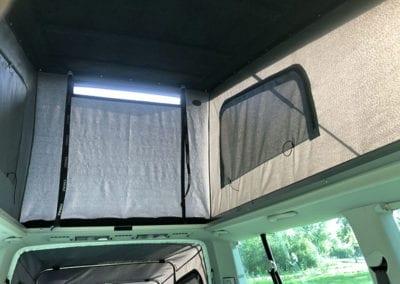 CMC Nederland - Slaaphefdak Multivan en Volkswagen Transporter 5 / 6 - Slaaphefdak buiten binnenkant