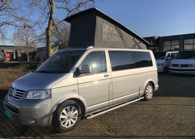 CMC Nederland - Slaaphefdak Multivan en Volkswagen Transporter 5 / 6 - Grijs slaaphefdak open