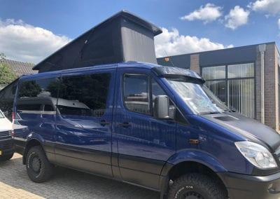 CMC Nederland - CMC Slaaphefdak Mercedes Sprinter / Volkswagen Crafter - Donkerblauwe Mercedes Sprinter open 2