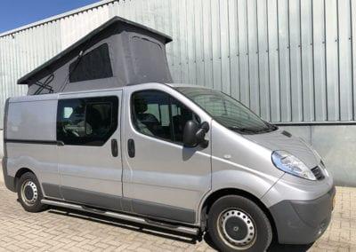 CMC Nederland - Slaaphefdak universeel - Grijze Renault buiten