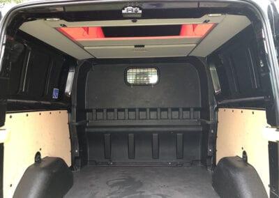 CMC Nederland - Zwarte Ford Transit Custom - Binnenkant