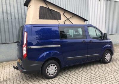 CMC Nederland - Blauwe Ford Transit Custom - Achterkant